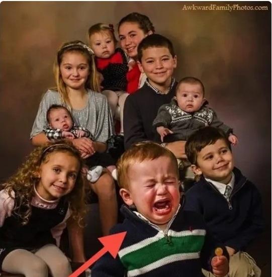 Cười đau ruột khi xem các bức ảnh chụp anh chị em một nhà: Kiểu gì cũng có một nhân vật phá hỏng khuôn hình - Ảnh 7