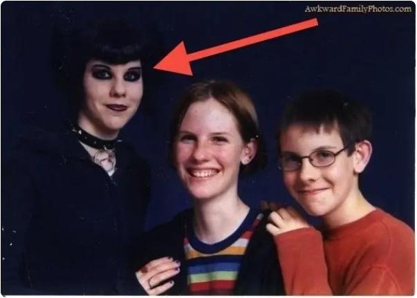 Cười đau ruột khi xem các bức ảnh chụp anh chị em một nhà: Kiểu gì cũng có một nhân vật phá hỏng khuôn hình - Ảnh 9