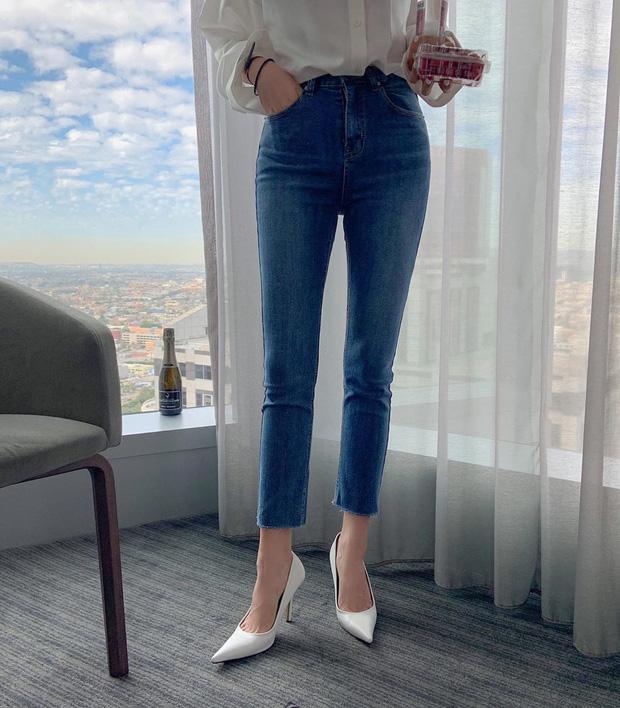 Diện quần skinny jeans, chị em cứ mix với 4 mẫu giày dép sau là sành điệu và siêu tôn dáng - Ảnh 13
