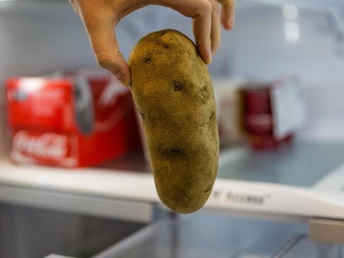 1 củ khoai tây – 3 cách khiến mắt thâm đen như gấu trúc sẽ vĩnh viễn ra đi chỉ sau 1 đêm, mẹo hay tiếc gì không thử - Ảnh 1