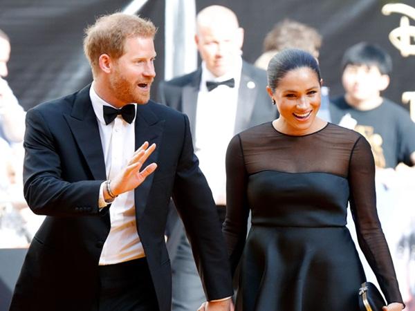Bị yêu cầu rời hoàng gia vĩnh viễn, nhà Meghan Markle vẫn có ý định quay về và thông tin mới về mối quan hệ giữa Harry và Nữ hoàng Anh