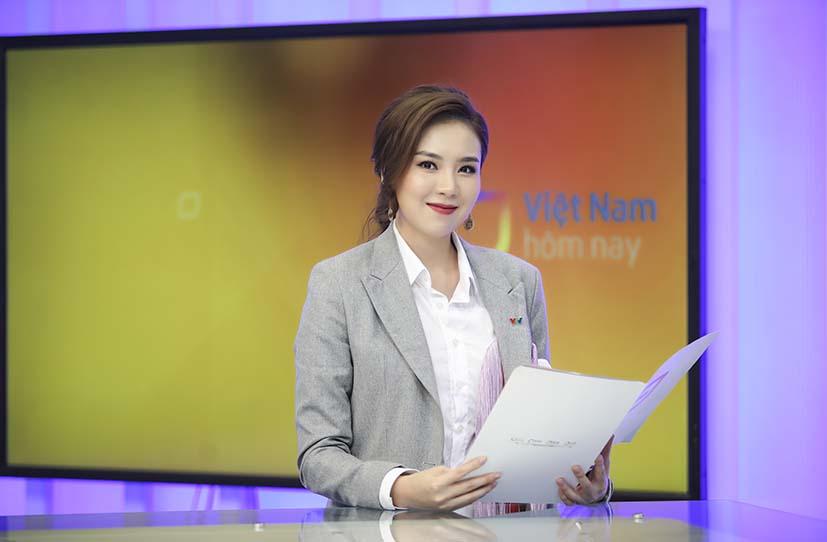 BTV Mai Ngọc từ chối chạy show để ở nhà cắm hoa, nấu ăn ngày Tết