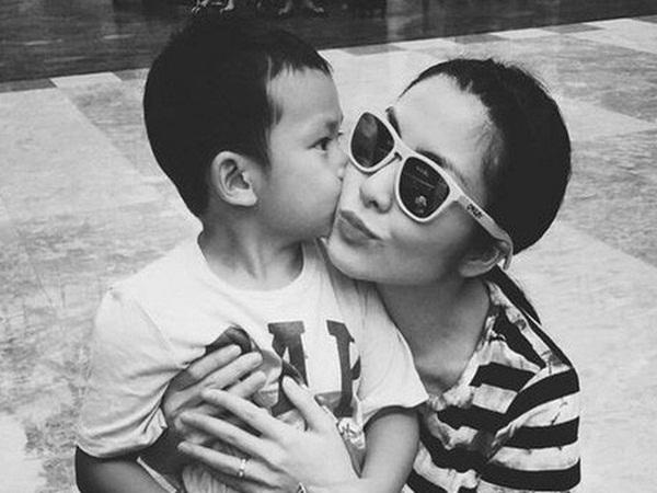 Con trai Tăng Thanh Hà viết thư tay gửi ba mẹ, mới 5 tuổi đã biết thể hiện tình cảm ngọt ngào