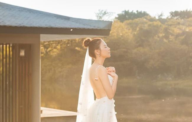 """Đàm Thu Trang biểu hiện """"tăng động"""" trước giờ G, tung ảnh cưới """"đẹp phát hờn"""""""