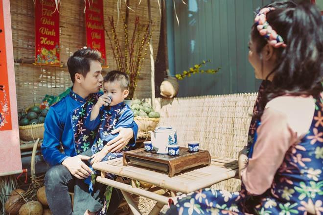 Đăng Khôi dạy 2 quý tử nấu bánh chưng, pha trà để hiểu Tết xưa