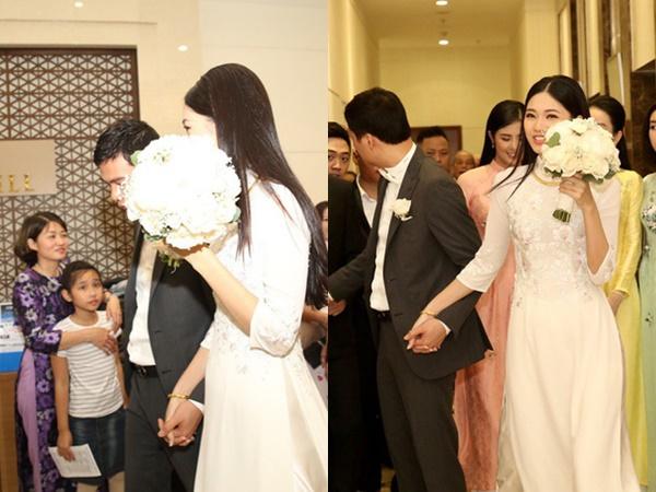 Đến lượt Thanh Tú lấy hoa cưới che kín mặt trước khi bước lên xe hoa với chồng đại gia 40 tuổi