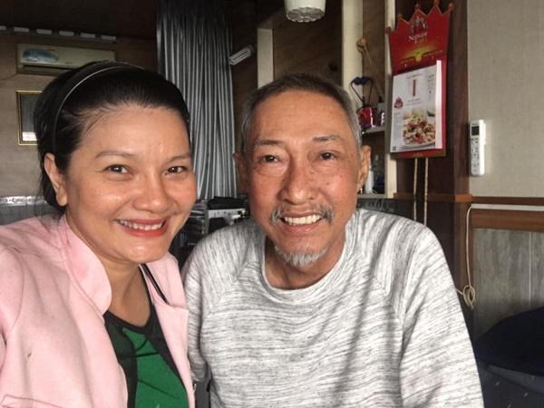 Đến thăm nghệ sĩ Lê Bình ngày cận Tết, Kiều Trinh tiết lộ tình trạng sức khỏe của đàn anh