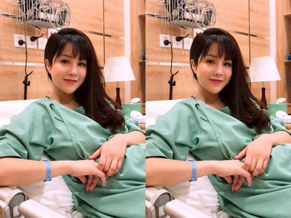 Showbiz Việt lại đón tin vui, Diệp Lâm Anh vừa hạ sinh con gái đầu lòng nặng 3kg