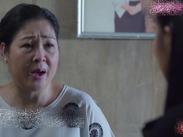 """""""Gạo nếp gạo tẻ"""": Bà Mai quỳ xuống xin Phúc buông tha cho Kiệt, để lộ chuyện Hân ngủ với Hùng trước đám cưới"""