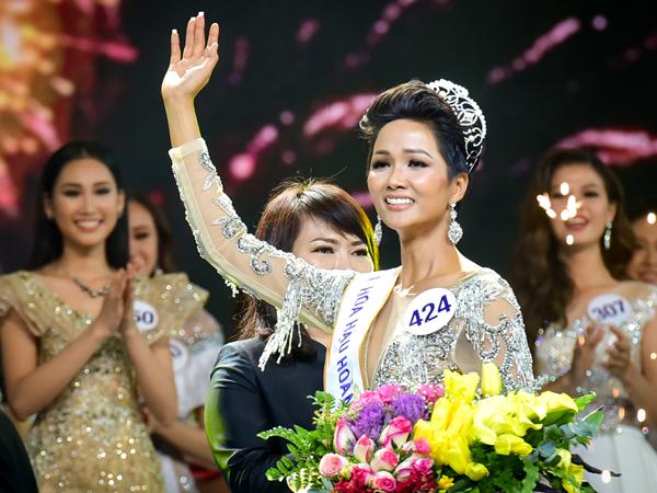 Từng chịu áp lực tâm lý trầm trọng, H'Hen Niê nói gì khi tròn 1 năm đăng quang Hoa hậu Hoàn vũ Việt Nam?