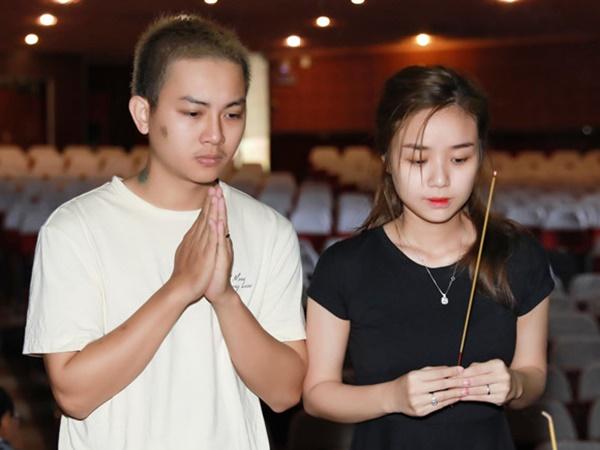Hoài Lâm xuất hiện bên vợ sau khi thừa nhận đã kết hôn, có 2 con gái