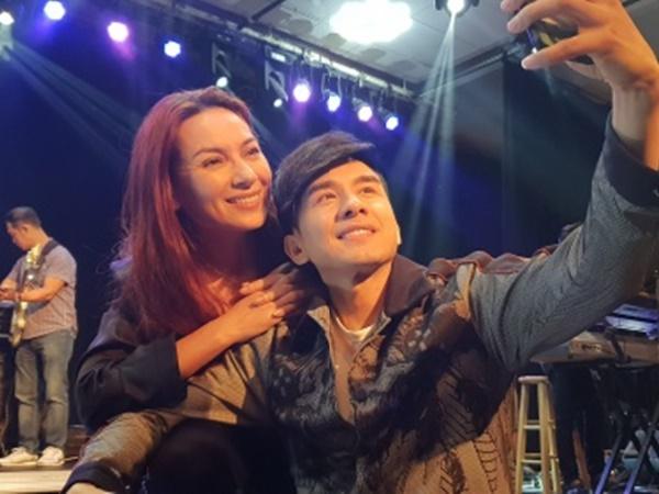 Không chỉ tích cực mời mọc chụp ảnh selfie, Phi Nhung còn múa minh hoạ cho Đan Trường