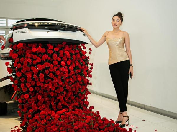 Kỳ Duyên tậu siêu xe hơn 5 tỷ đồng, chứng minh đẳng cấp Hoa hậu đại gia giới showbiz!