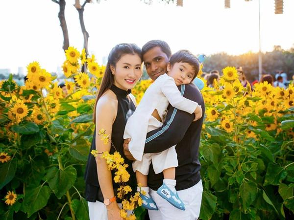Lâu lắm Nguyệt Ánh mới khoe ảnh bên con trai và chồng Ấn Độ, mọi người đua nhau chúc phúc
