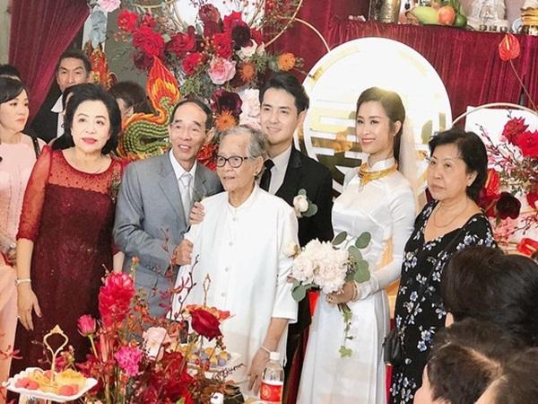 Lễ rước dâu Đông Nhi - Ông Cao Thắng: Lộ diện bố chồng là đại gia nổi tiếng