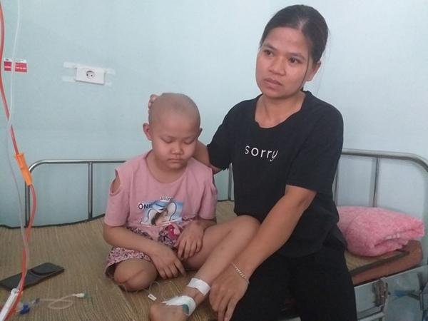 """Lời khẩn cầu của bé gái 9 tuổi phải cắt bỏ chân vì căn bệnh hiểm nghèo: """"Cháu muốn giữ chân còn lại để tiếp tục đến trường"""""""