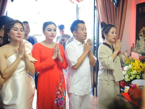 Minh Nhí, Thanh Bạch đến dâng hương Tổ nghề ở nhà Thúy Nga