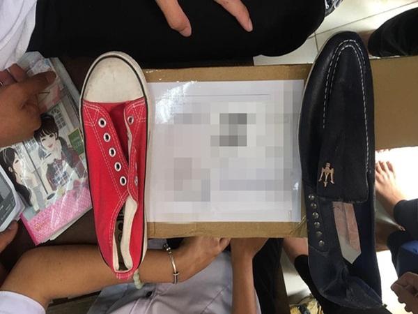 """Mua giày ship đến trường học, cô nữ sinh """"chán chẳng buồn nói"""" sau khi mở hộp"""