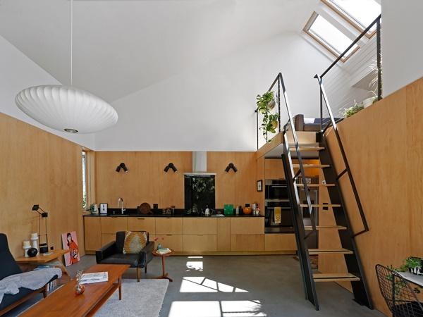 Ngôi nhà 54m² nhưng với cách thiết kế sáng tạo đã biến mặt tiền 4m thành 2 không gian vừa cho thuê vừa sử dụng tách biệt