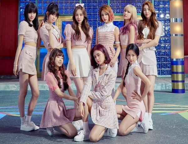 """Nhóm """"em gái"""" TWICE lập kỷ lục khủng ở Nhật, JYP không được khen mà còn bị Knet chỉ trích: """"Chẳng khác gì giết tương lai của Kpop"""""""