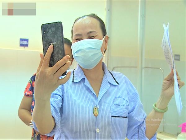 """Niềm vui của bệnh nhân Covid-19 vừa xuất viện ở Đà Nẵng: """"Cảm ơn các y bác sĩ đã sinh ra chúng tôi lần 2!"""""""