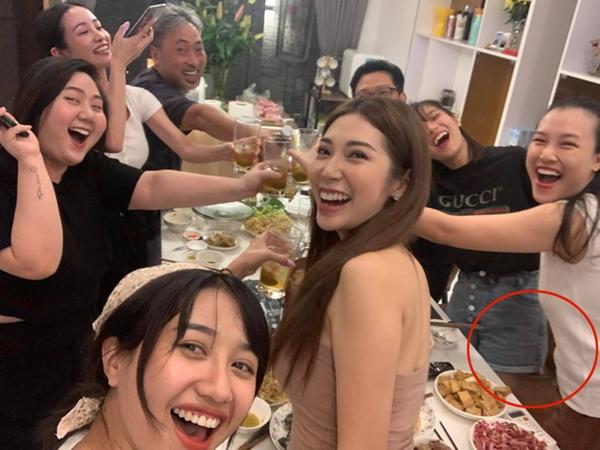"""Rầm rộ nghi vấn Hoàng Oanh đã hạ sinh con đầu lòng qua loạt ảnh mới """"xõa"""" hết mình bên hội bạn đình đám"""