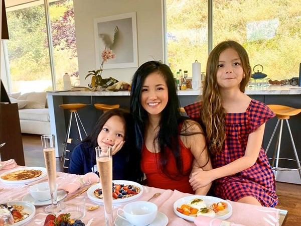 Sau 6 tháng bị kẹt tại Mỹ, Hồng Nhung và 2 con song sinh sắp được về Việt Nam