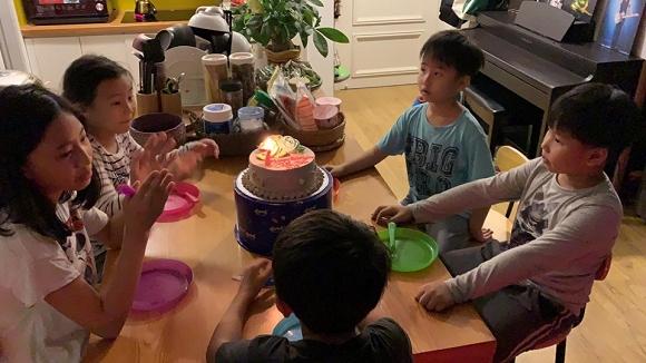 Sinh nhật giản dị nhưng đầy ấm áp của con trai rocker Phạm Anh Khoa
