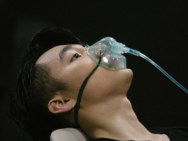 """Diễn quá sung tại Sky Tour Đà Nẵng, Sơn Tùng M-TP buộc phải thở ô-xy để ổn định sức khỏe khiến fan lo """"sốt vó"""""""