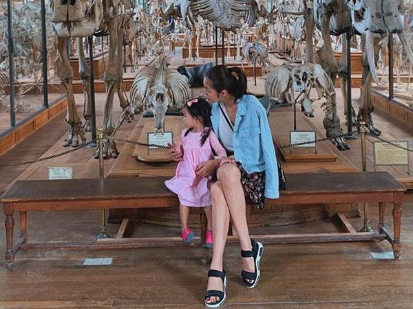Tăng Thanh Hà vừa khoe mặt con gái giờ lại tiết lộ về tính cách đáng yêu của Chloe Nguyễn khi chơi với mẹ