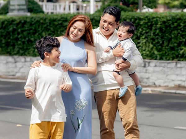 Khoe khoảnh khắc 'tình bể bình' bên chồng, Thanh Thúy mách bí kíp giúp hôn nhân luôn vững bền