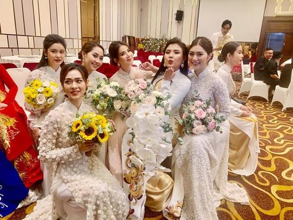 Thuý Diễm - Kha Ly cùng dàn mỹ nhân U35 đọ sắc chung khung hình: Ảnh hậu trường chụp vội đã đẹp thế này!