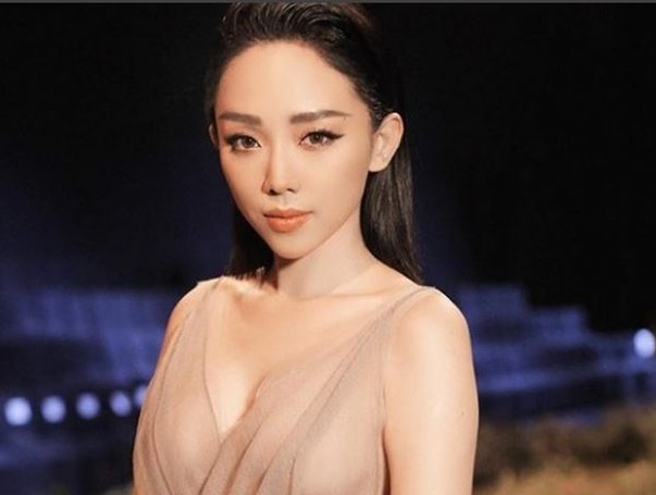 Tóc Tiên khiến fan bất an vì dòng trạng thái đầy lo lắng và phải bay ra Hà Nội gấp
