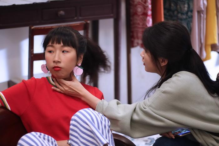 """Trang Hí nghi ngờ """"hot girl trà sữa"""" chơi ngải mình trong lúc đóng phim"""