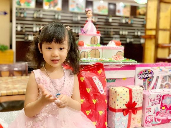 Trịnh Kim Chi tổ chức sinh nhật ấm áp cho công chúa nhỏ