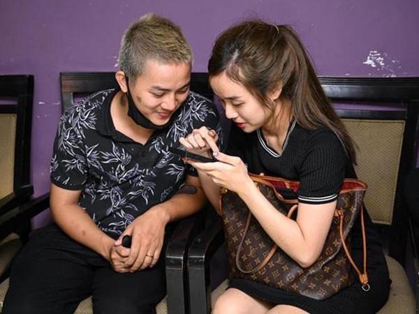 Vợ Hoài Lâm ngầm thừa nhận chồng đã phải trả giá vì nổi tiếng sớm