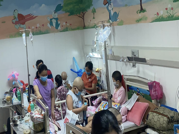 """Vụ bệnh viện ở TP.HCM bị """"tố"""" truyền hóa chất hết hạn cho bé 4 tuổi suy tủy: Bệnh viện lên tiếng"""