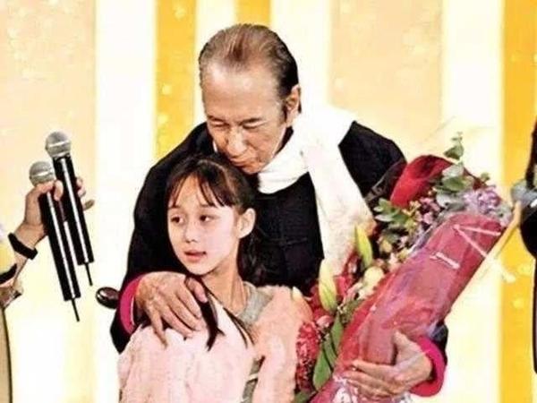 Vua sòng bài Macau có thể sinh đứa con gái út xinh xắn và giỏi giang ở tuổi 78, nhiều năm sau vợ Tư mới tiết lộ nguyên nhân