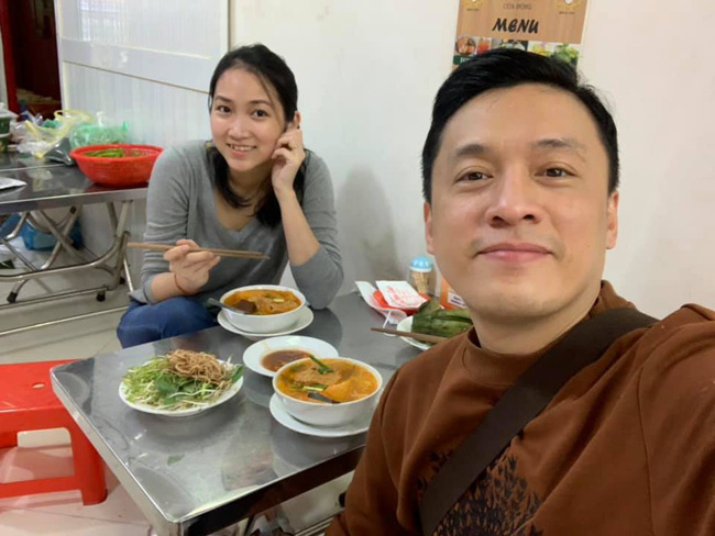 Vừa về Việt Nam, vợ Lam Trường đã hào hứng bên chồng thế này