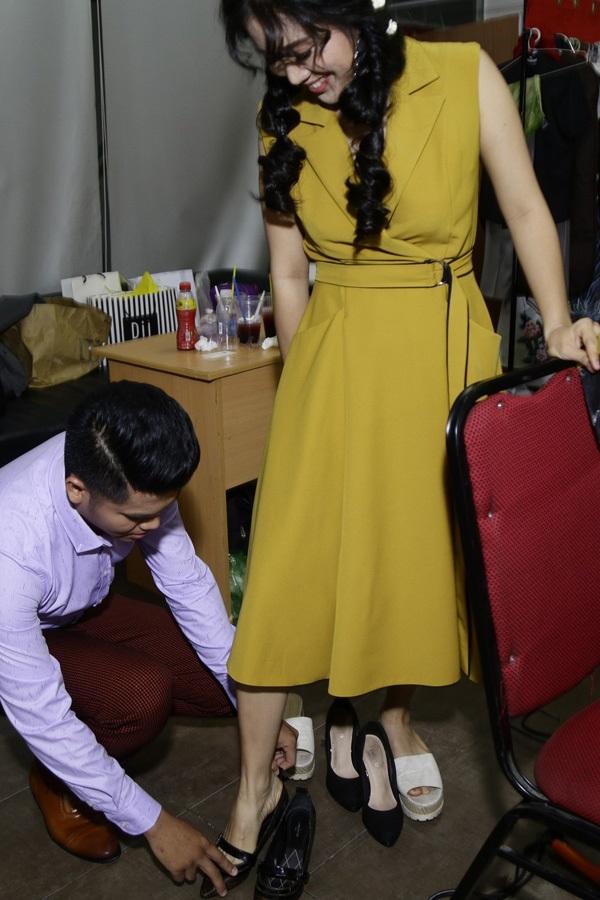 Những mỹ nhân Việt được 'nửa kia' chăm sóc từng ly từng tý ở sự kiện - Ảnh 3