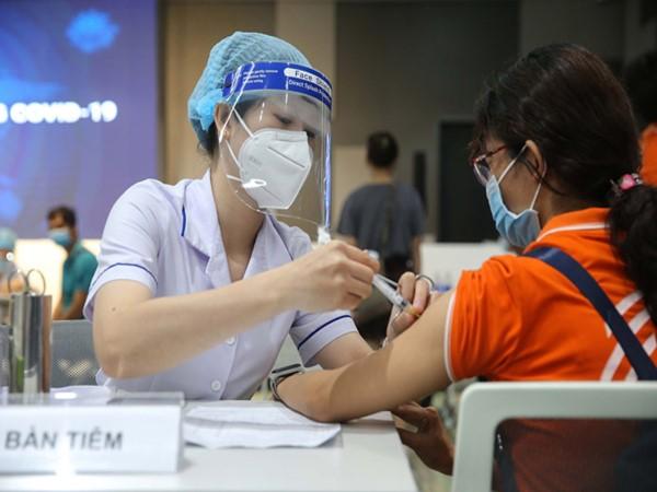 TP.HCM: Chuẩn bị tiêm vắc-xin Covid19, đồng loạt 29 học sinh cùng trường phải dừng ngay vì đã từng là F0