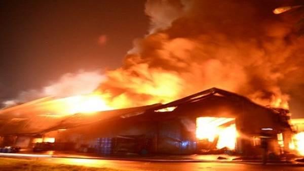 Phóng hỏa đốt nhà vì không xin được tiền mua điện thoại - Ảnh 1