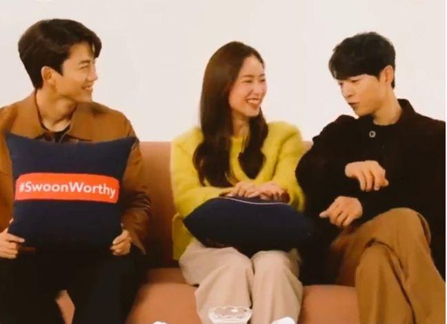 Song Joong Ki 'gây bão' vì ngồi chạm... vòng ba với bạn diễn nữ ngay trên truyền hình, còn nhắc đến 'gia đình' nhưng vội đính chính - Ảnh 2