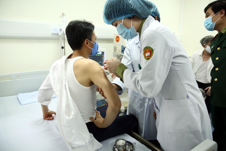 PTT Vũ Đức Đam nói về sức khỏe của mình khi tiêm thử nghiệm vắc-xin COVID-19 Việt Nam - Ảnh 2