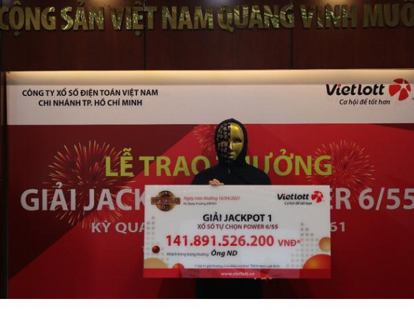 Mua vé số Vietlott, người đàn ông trúng giải trị giá 141,8 tỉ đồng, nộp thuế thu nhập cá nhân hơn 14,1 tỉ đồng