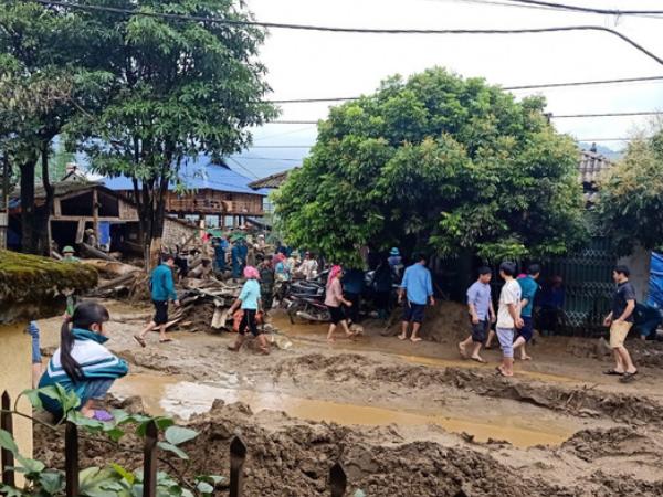 Lũ ống bất ngờ ở Lào Cai khiến 2 người chết, 1 người mất tích