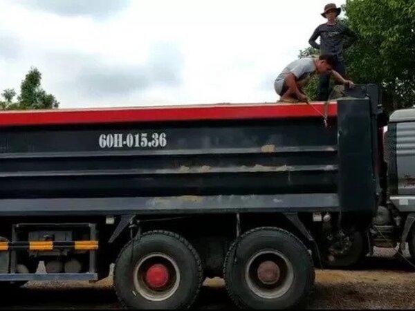 Đồng Nai: Xe ben chở cát quá trọng tải, CSGT phạt chủ xe 57 triệu đồng, tước giấy phép lái xe 2 tháng