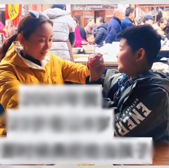Trông con trai giúp bạn thân, 17 năm sau cô gái cưới luôn 'em bé' làm chồng - Ảnh 2