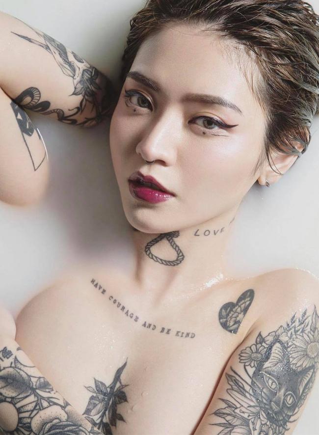 3 hot girl 'xăm trổ' khiến nhiều người lác mắt vì 'show hàng' toàn những vị trí đắc địa - Ảnh 11