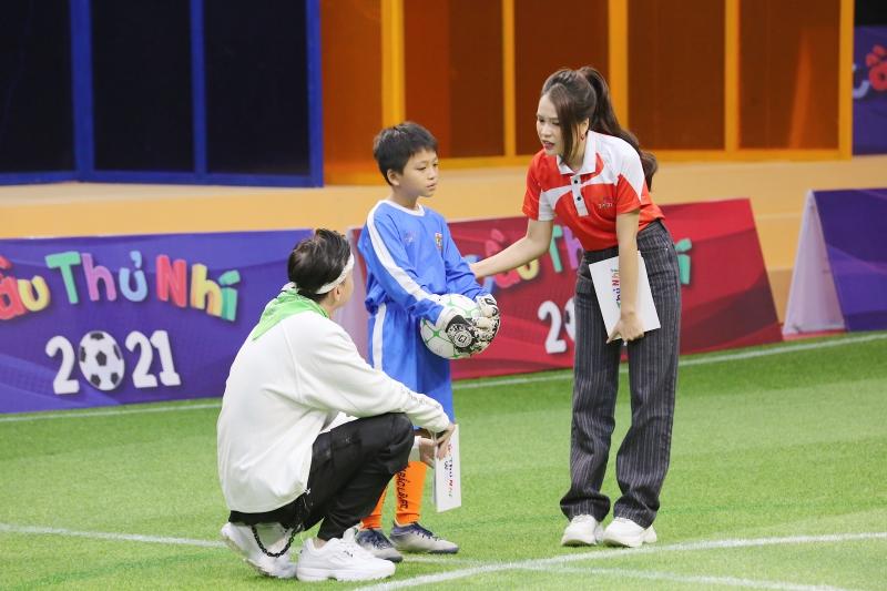 Điển trai như S.T Sơn Thạch: Đi huấn luyện bóng đá mà cứ ngỡ như đang chuẩn bị diễn concert đến nơi - Ảnh 5